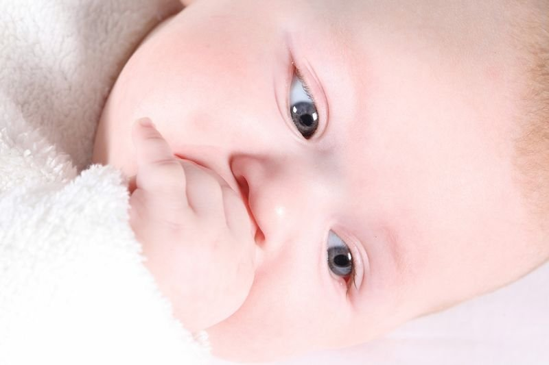 Почему хрюкает нос у новорожденного