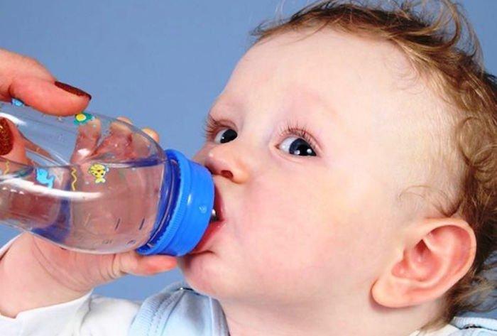 134Почему грудничок пьет воды много