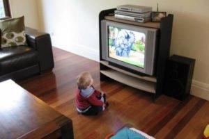 телевизор и грудничок