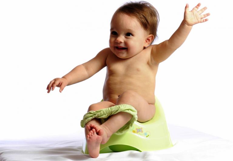 Белые комочки в кале у малыша и другие отклонения от нормы: когда необходимо обследовать кроху