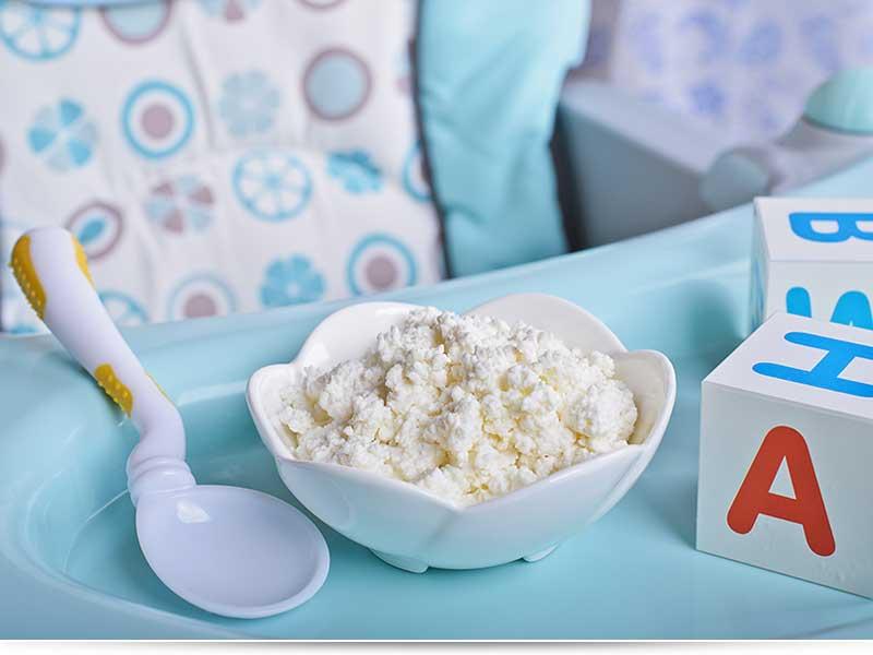 прикорм грудничка в 9 месяцев: творог и кефир
