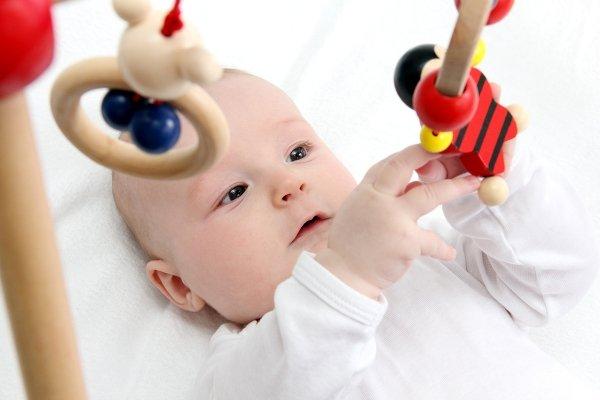 первые игрушки грудничка