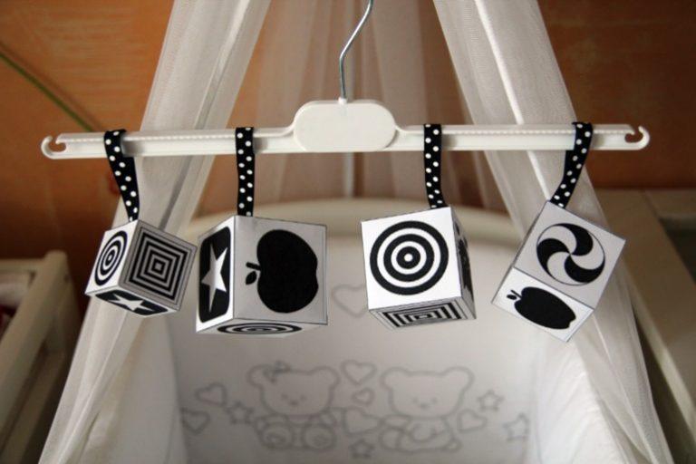 черно-белые картинки для новорожденных на игрушках
