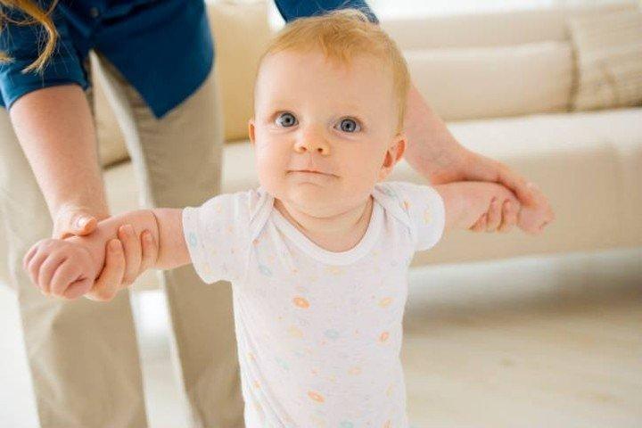 ребенок учится ходить в 11 месяцев