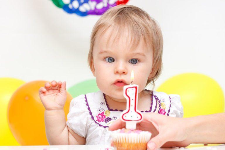 Развитие малыша 12 месяцев: новые достижения − новые возможности