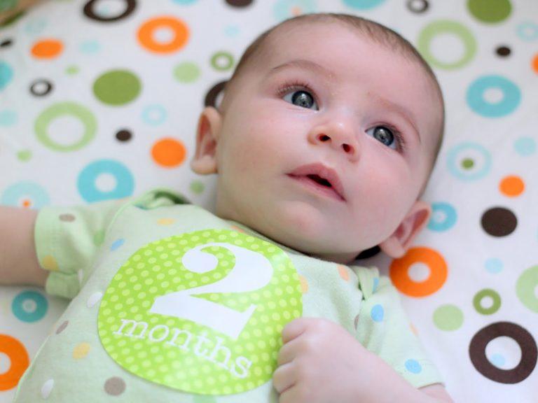 Грудничок в два месяца: беззубая улыбка и удивительные умения вашего крохи