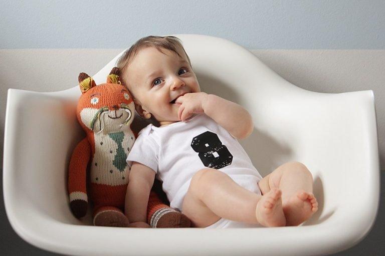 Ребенок в 8 месяцев: порадуйте малыша новыми играми и разнообразием в меню