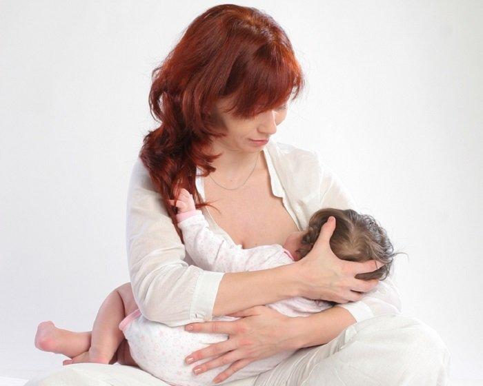 кормление новорожденного поза колыбель