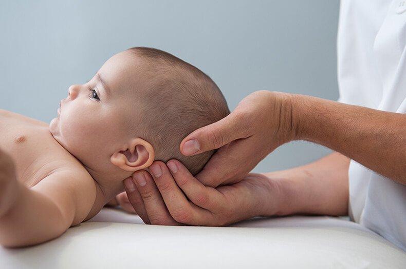 остеопат для грудничка: лечение кривошеи