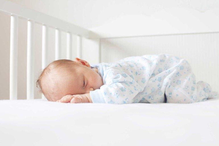 грудничок спит на животе