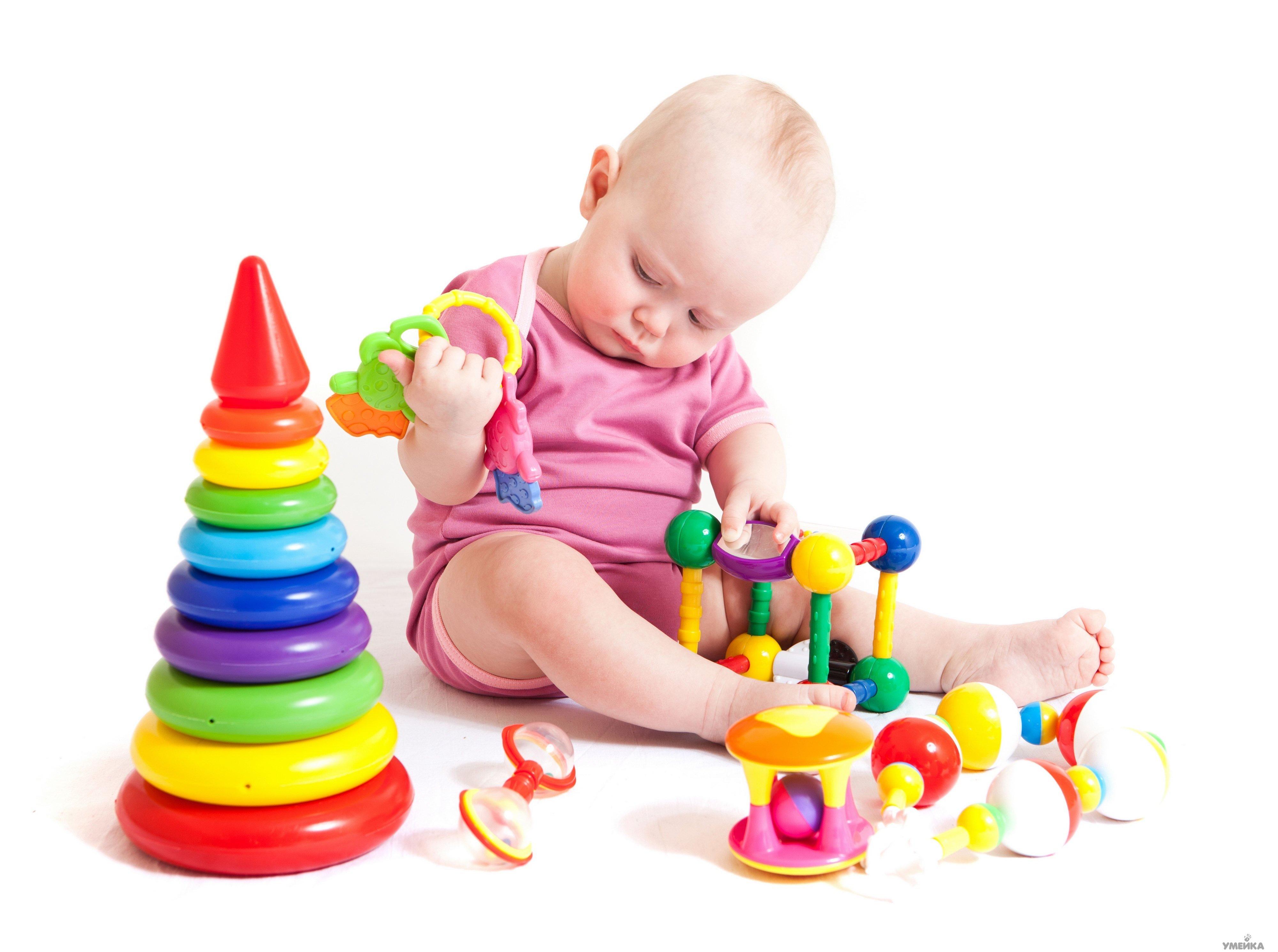 Игрушки для малыша до года: идеи по месяцам