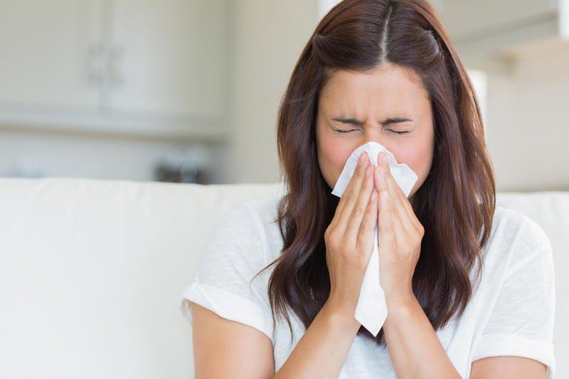 Лечение насморка во время лактации: выбираем капли
